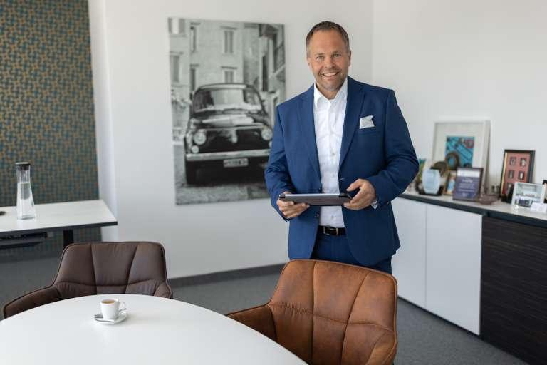 Dr. Andreas Raps (CEO)